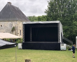 Scène couverte 36m²
